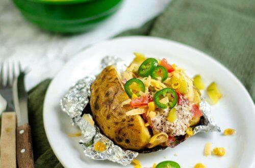 gepofte aardappel met tonijnsalade