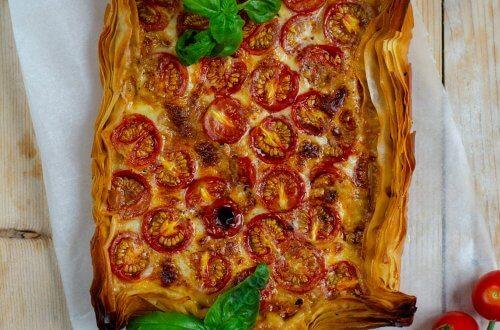 hartige taart met tomaat