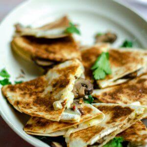 Quesadilla met brie en champignons