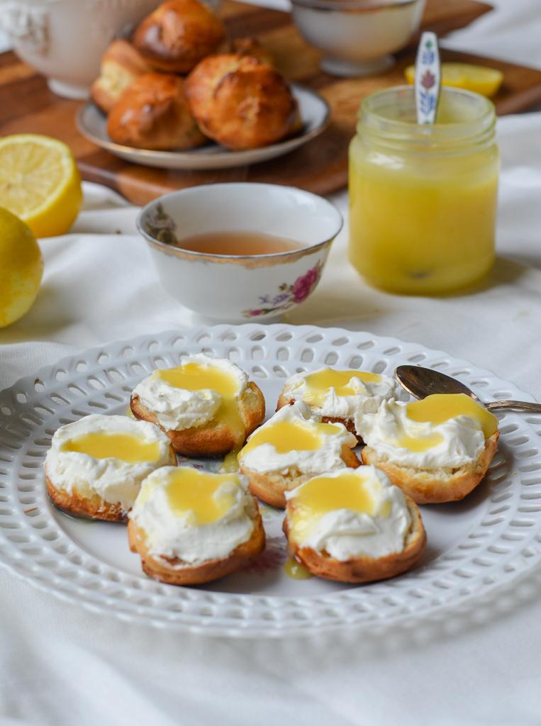 scones met lemoncurd